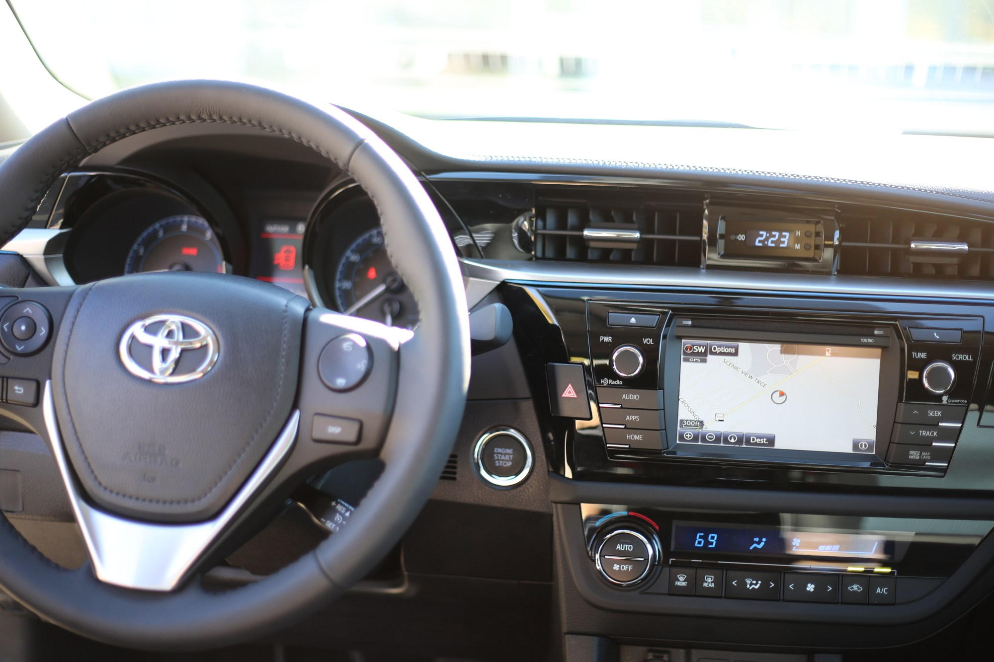hight resolution of corolla l the entry level corolla offers all the main convenience features toyota owners have