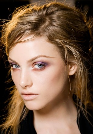 12-glitter-free-holiday-party-beauty-looks-1583142-1449197157.640x0c