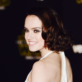 star-warss-daisy-ridley-just-gave-us-all-the-hair-inspiration-1603943-1450639486.640x0c