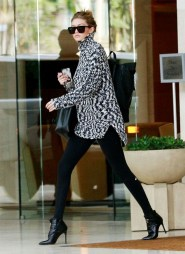 where-to-get-gigi-hadids-affordable-sweater-before-it-sells-out-1579421-1449023008.640x0c