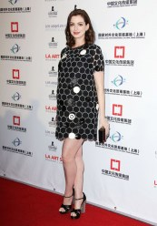 anne-hathaway-wore-a-minidress-for-her-first-red-carpet-maternity-look-1638240-1454010693.640x0c