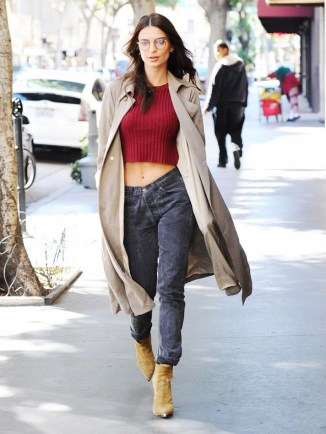 emily-ratajkowski-just-styled-a-trench-coat-in-the-coolest-way-1647961-1454708726.640x0c