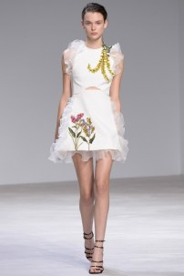 florals-for-spring-actually-were-groundbreaking-at-giambattista-valli-couture-1634044-1453769308.640x0c