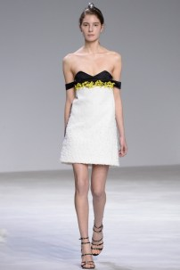 florals-for-spring-actually-were-groundbreaking-at-giambattista-valli-couture-1634048-1453769312.640x0c