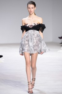 florals-for-spring-actually-were-groundbreaking-at-giambattista-valli-couture-1634065-1453769324.640x0c