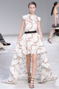florals-for-spring-actually-were-groundbreaking-at-giambattista-valli-couture-1634067-1453769327.640x0c