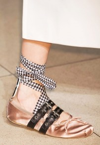 everyones-obsessing-over-these-designer-ballet-flats-1697190-1458070856.600x0c