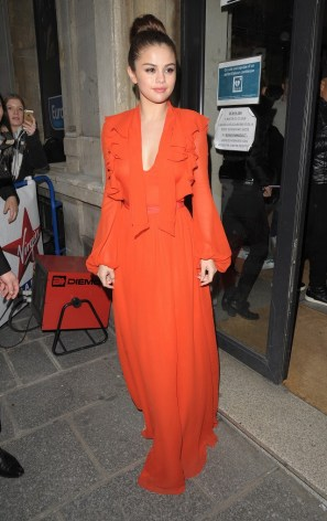 the-statement-color-every-celeb-is-wearing-right-now-1695213-1457922105.640x0c