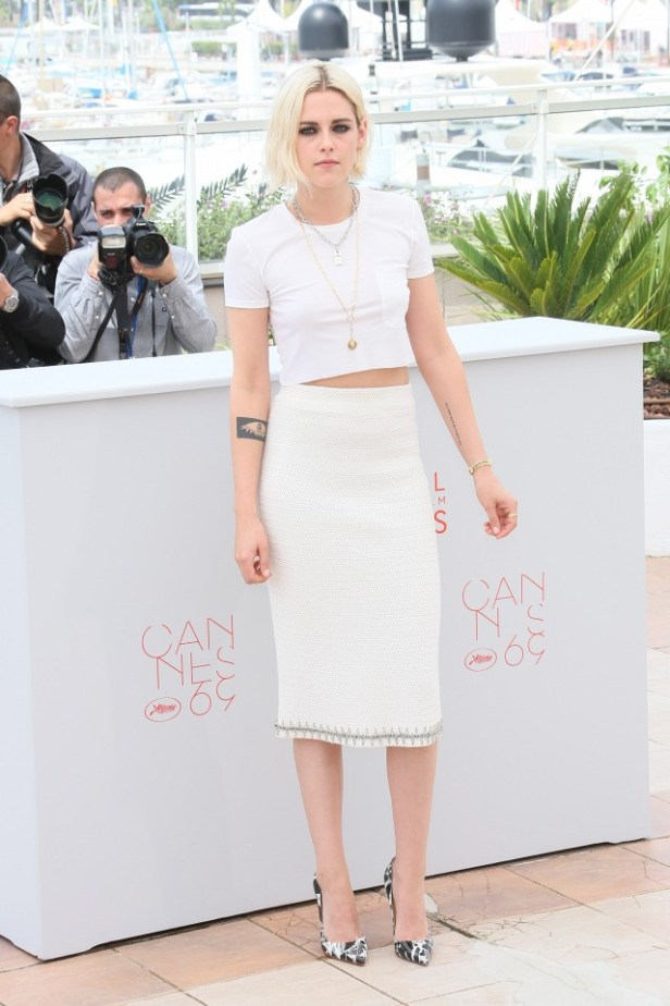 how-kristen-stewart-dressed-up-a-white-t-shirt-for-cannes-1766123-1462996284.640x0c