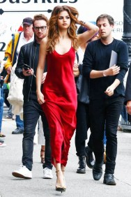 selena-gomez-cannot-stop-wearing-this-formal-dress-1867115-1470964804.600x0c