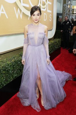 03-golden-globes-red-carpet-trend-off-the-shoulder