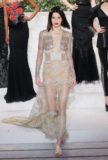 kendall-jenner-ditches-her-lob-for-a-full-on-bobsee-the-photos-2137281.640x0c