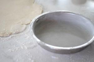 floured pie plate