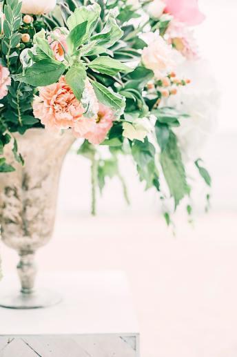 pink-flowers-centerpiece-1070863
