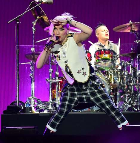 gwenstefani-Performing-at-Rock-in-Rio-USA-2015--03