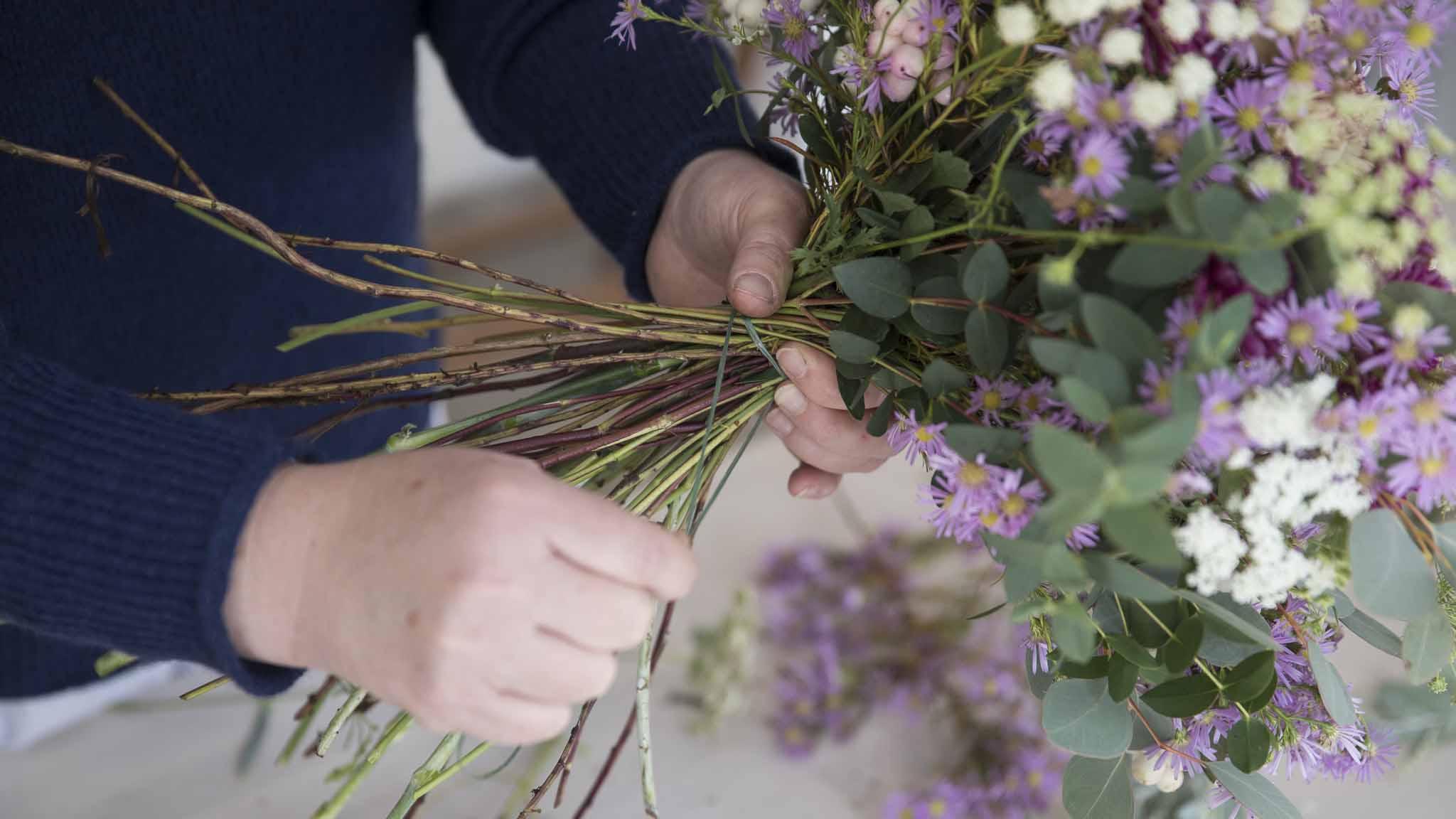 Teamevent von hoponopo I Blumen binden I Jetzt ausprobieren