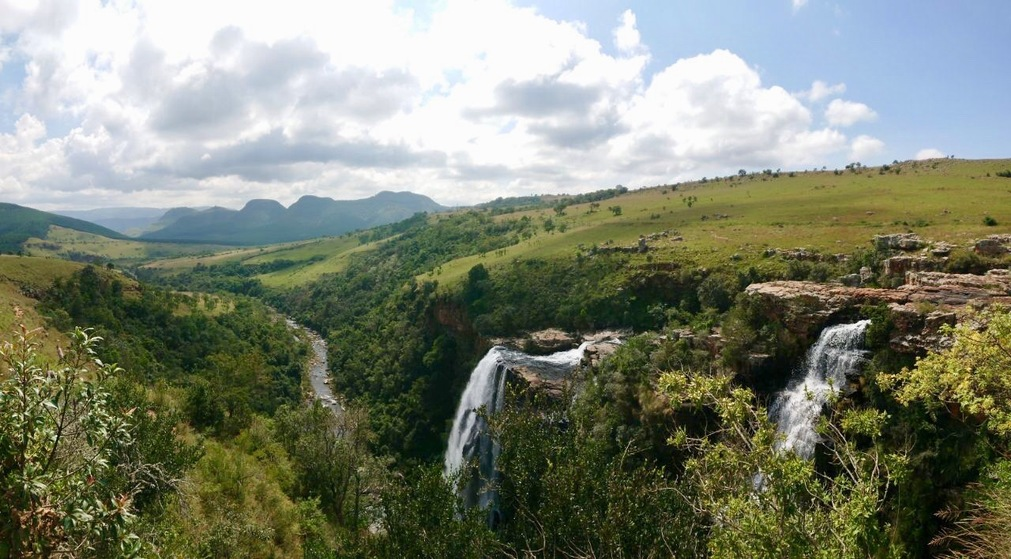 South Africa: Blyde River Canyon. Looking to explore South Africa's scenic Mpumalanga Province? Be sure not to miss the Blyde River Canyon; one of the largest canyons in the world. Enjoy vistas as far as the eye can see, beautiful natural settings and more. #travel #southafrica #mpumalanga #blyderivercanyon #panoramaroute #thelowveld