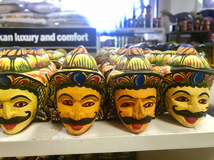 Things to do in Colombo - Laksala Souvenirs
