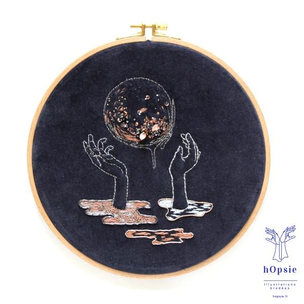Broderie / Les mains et la Lune dans la nuit