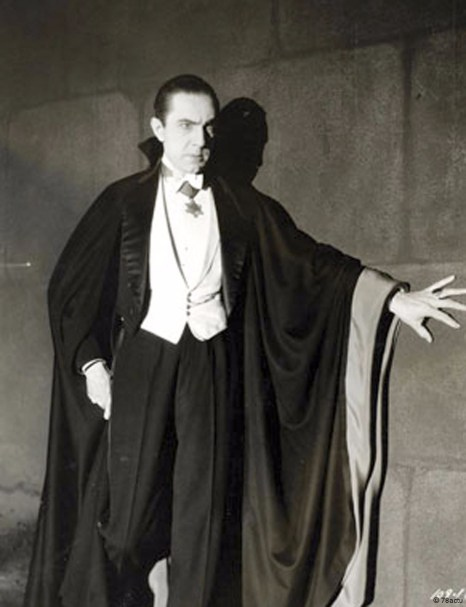This image has an empty alt attribute; its file name is Bela_Lugosi_as_Dracula_anonymous_photograph_from_1931_Universal_Studios-786x1024.jpg