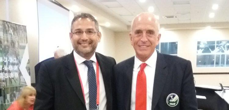 Presidente da CBHG, Bruno Patricio, posa ao lado de Coco Budeisky, presidente da PAHF.