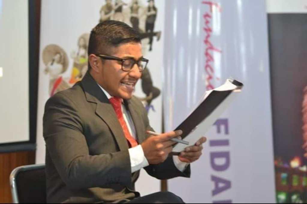 Darío Ayala ha sido dirigente estudiantil, orador y actualmente es profesional del Derecho.