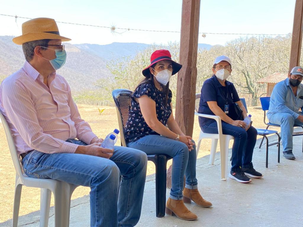 Se realizó un conversatorio en un plantel de la parroquia La Victoria del cantón Macará.
