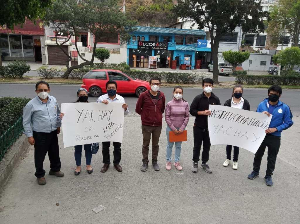 El plantón en Loja se cumplió frente al edificio de la Defensoría del Pueblo.