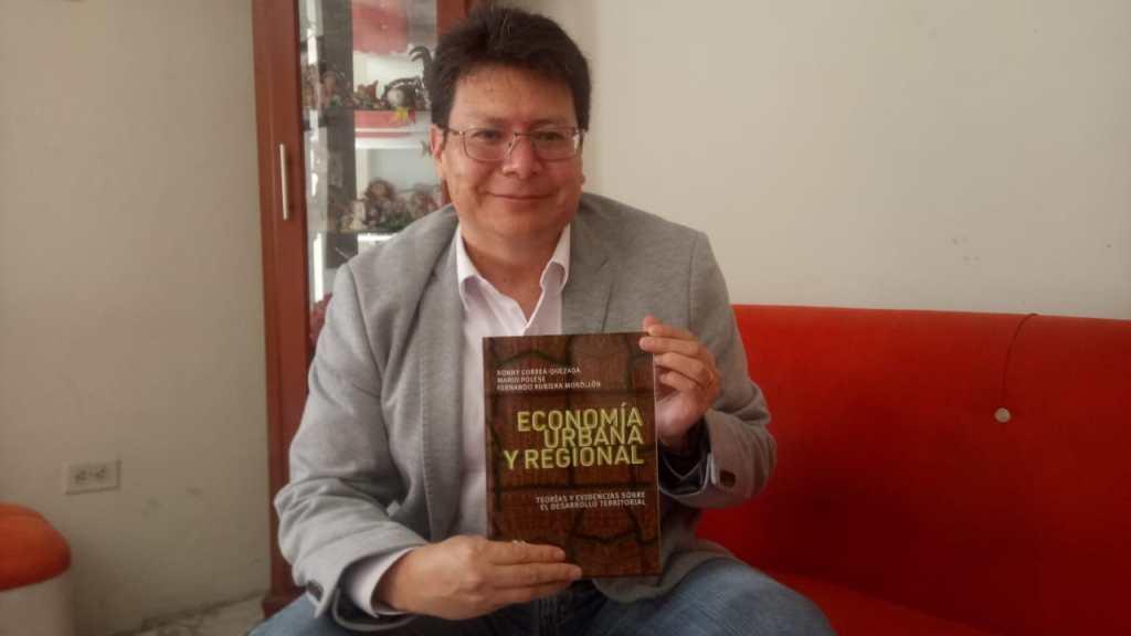 El catedrático, quien tiene más de 20 publicaciones indexadas y especialista en desarrollo regional y territorial, dice que el libro ya está al alcance del público.