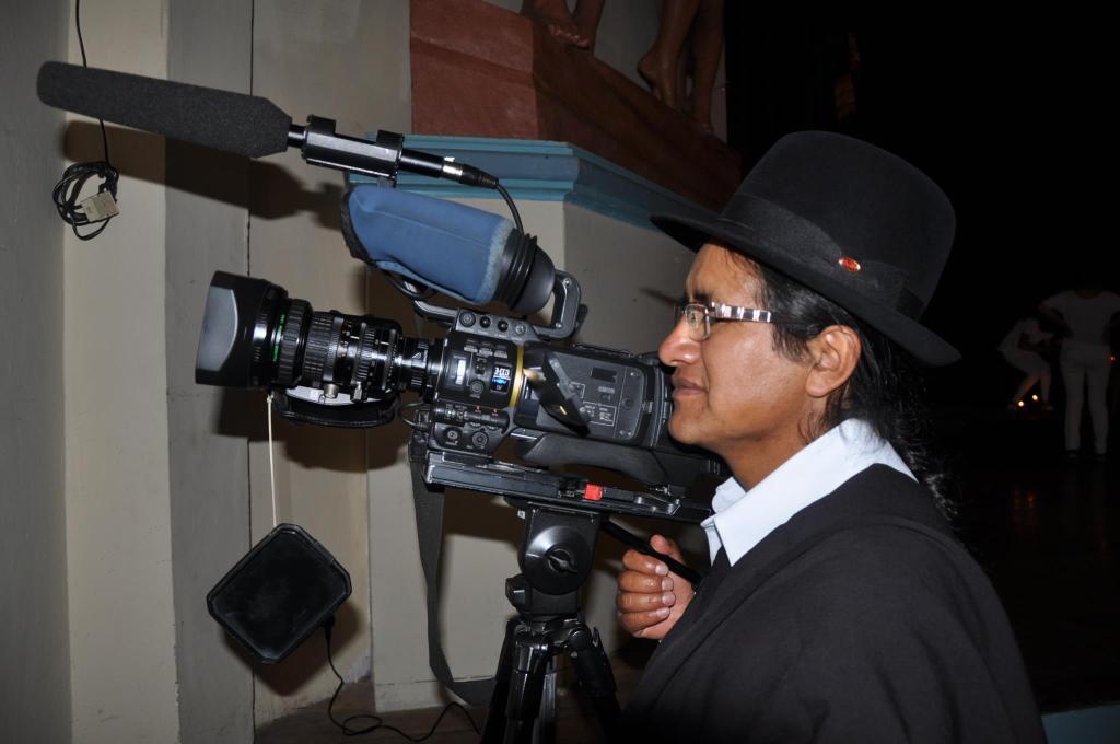 Julio Guamán ha incursionado en radio, televisión y prensa escrita.