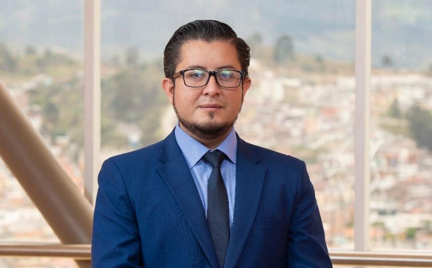 Boris Ochoa Ordóñez es el coordinador de la maestría.