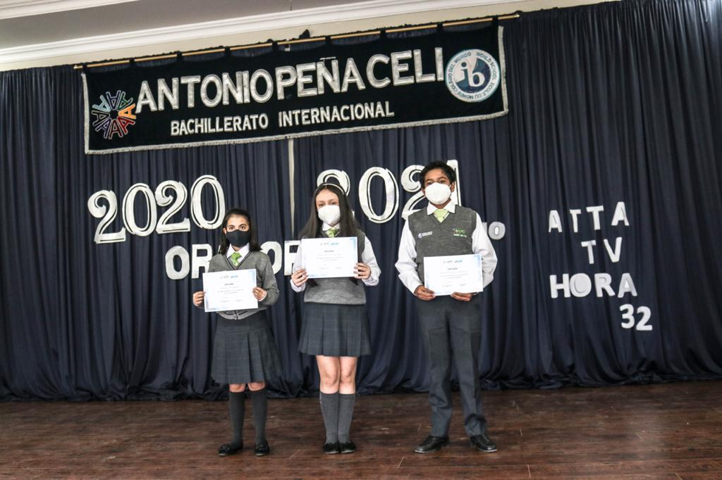 Los ganadores del concurso demostraron su talento en el escenario.