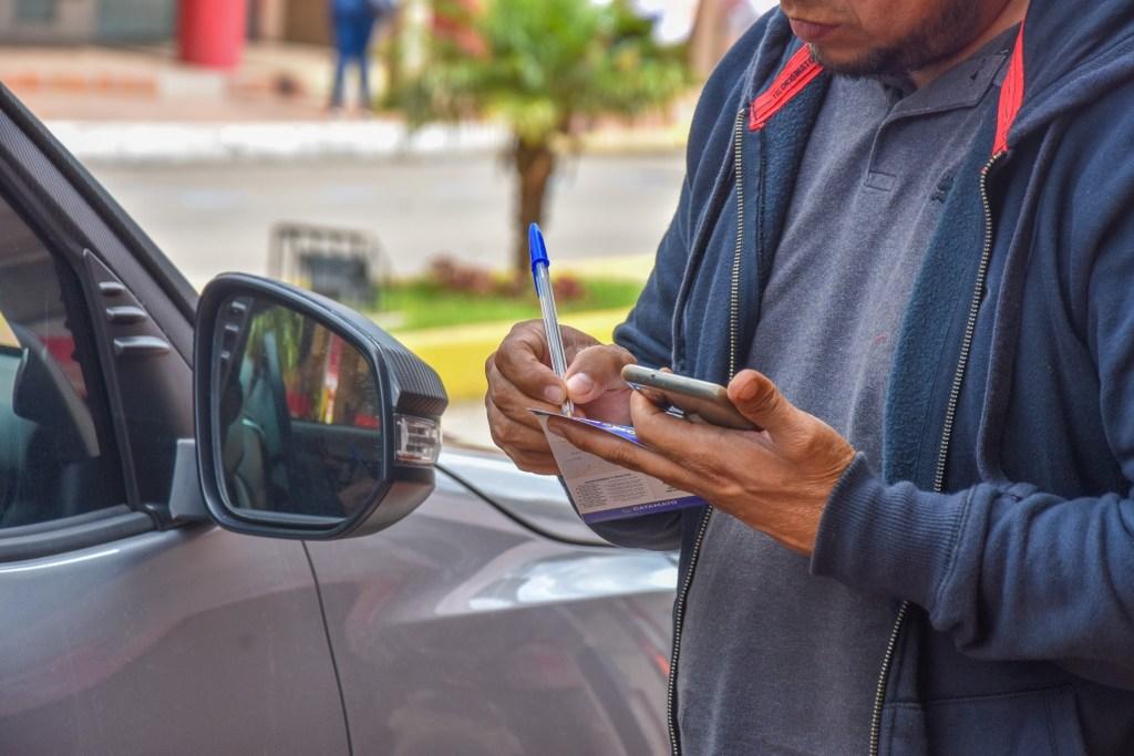 Los funcionarios de Unidad de Tránsito se encuentran en las calles para verificar el cumplimiento.