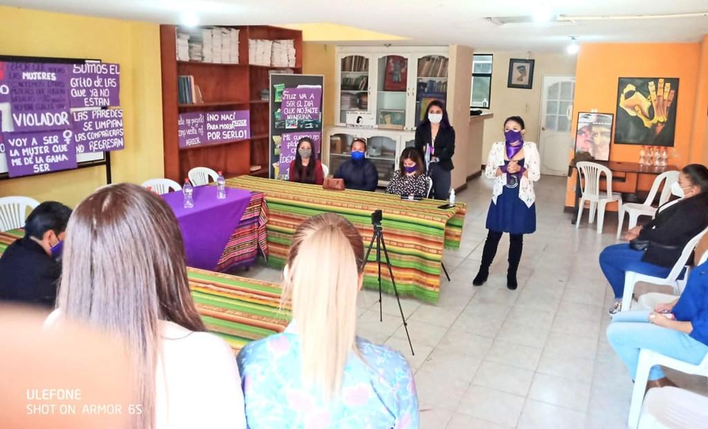 Acción Feminista por la Paz, de Loja, brinda el acompañamiento a 'Zulay'.