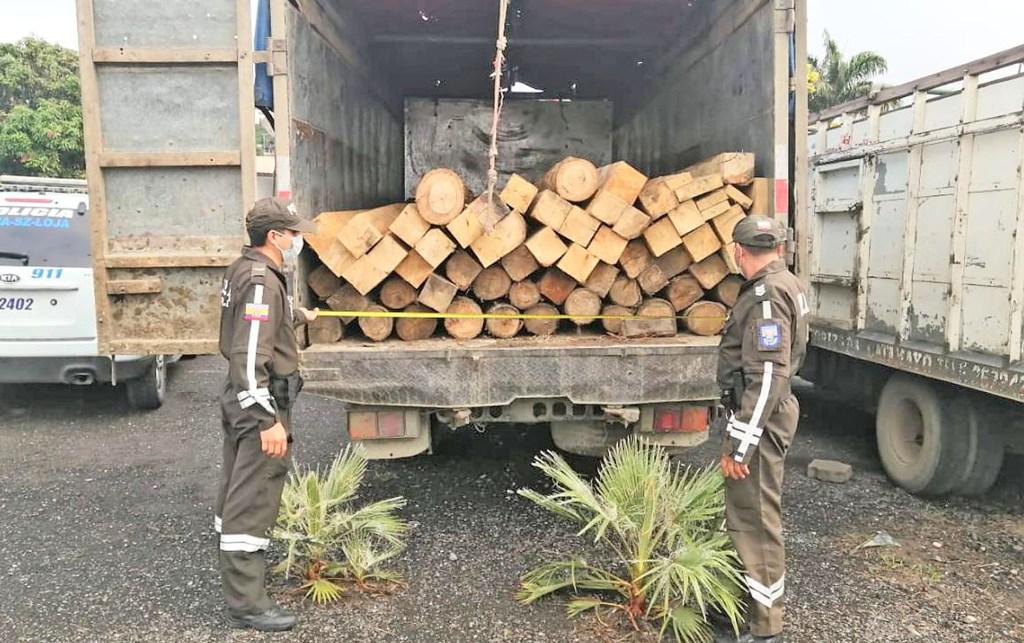 La madera y el vehículo ingresaron a los patios de retención vehicular de la Policía de Catamayo.