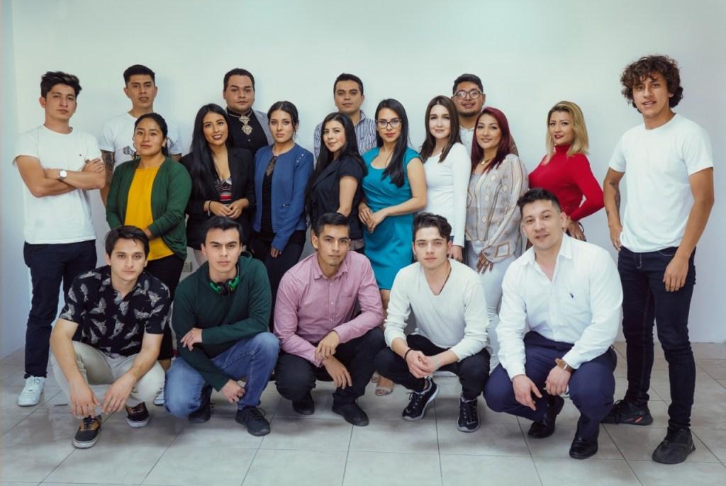 Talentos jóvenes integran el equipo de producción de Ecuamedios en la ciudad de Loja.