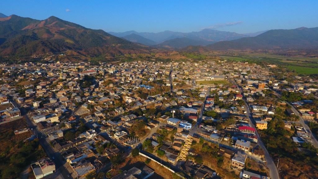 El cantón Macará, limítrofe con el Perú, vive de la actividad comercial.