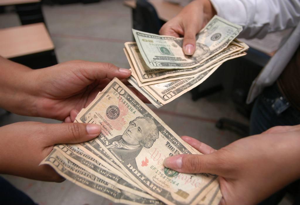 Para este 2021 no hubo incremento en el salario básico. Se mantiene en 400 dólares. (Foto: sonorama.com.ec)