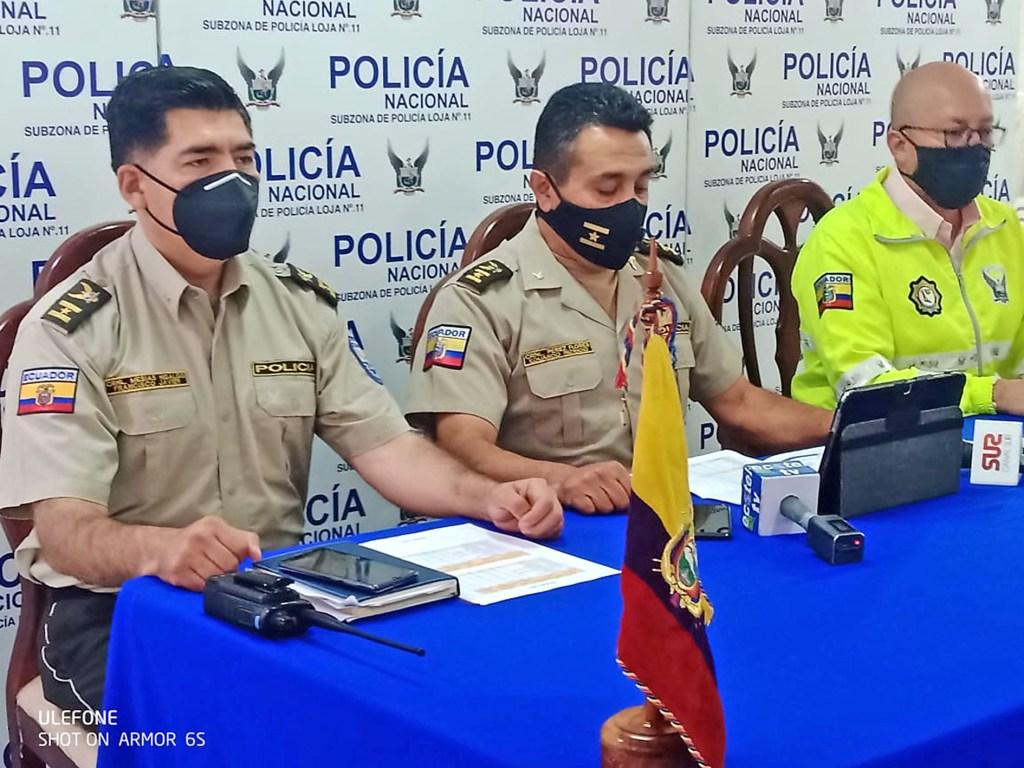 De izq. a der.: Francisco Mesías Hidalgo, Eduardo Pérez Flores y Henry Ponce Garrido, jefe Policía cantón Loja, Comandante zona siete y jefe Policía Judicial (en su orden).