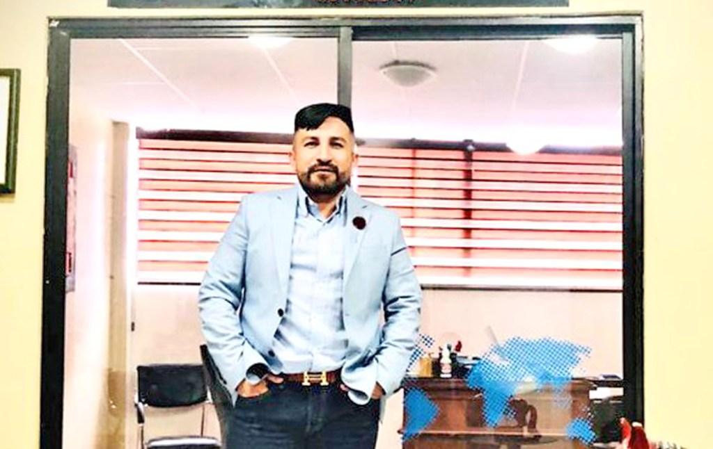 Luis Tapia Montesdeoca patrocina a varios empleados y a provedores.
