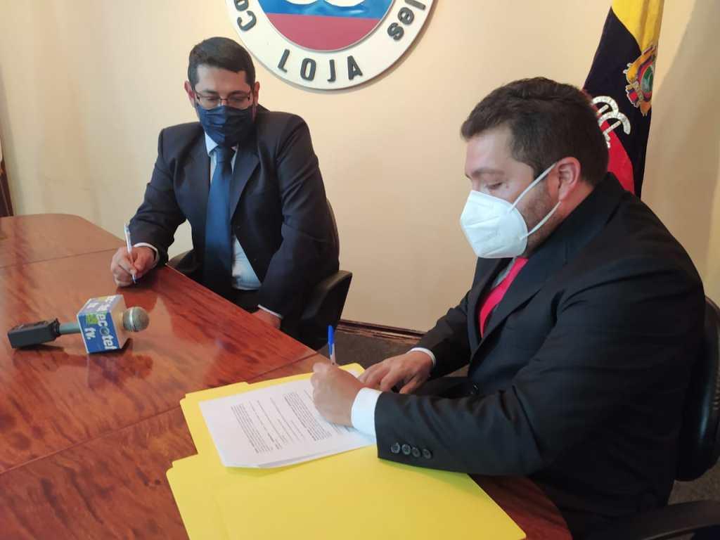 El presidente del CICL y el gerente técnico de HT Consultores, durante la firma del convenio.