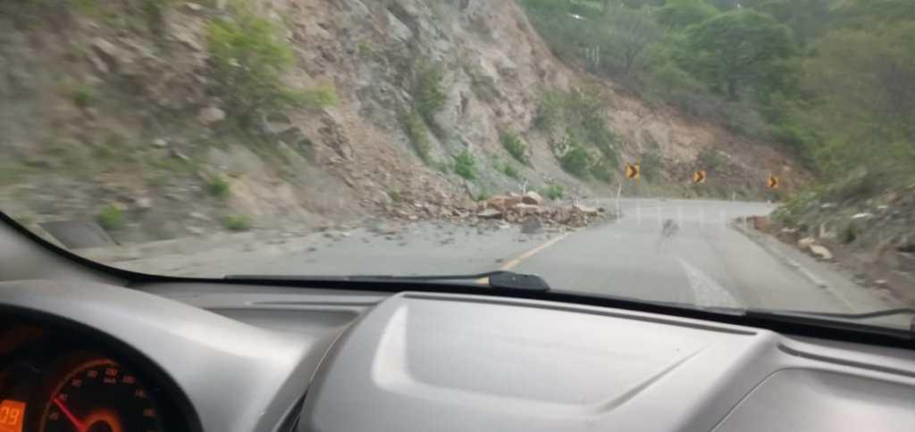 Son constantes los deslizamientos en la vía, producto de las lluvias caídas en la zona.