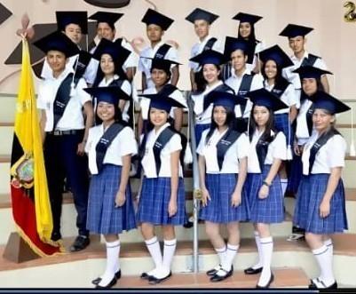 Nuevos bachilleres de la Unidad Educativa Fiscomisional Domingo Celi.