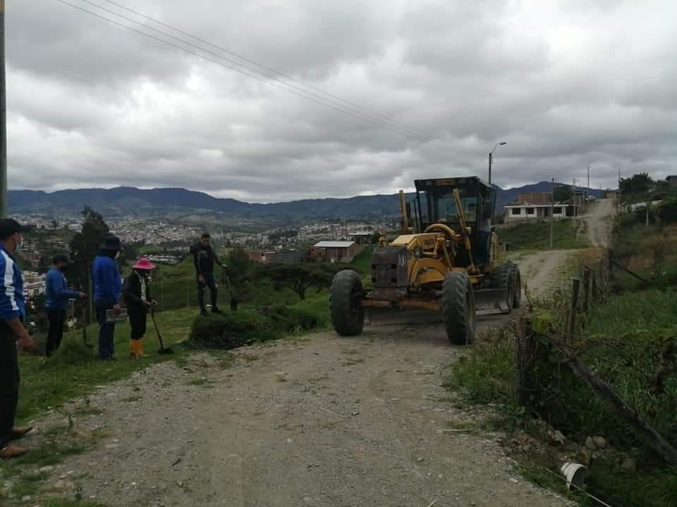 El Municipio y la comunidad, por medio de mingas, realizan labores en el barrio La Libertad.