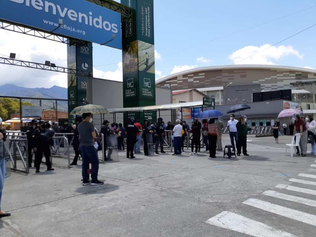 El complejo ferial 'Simón Bolívar' (foto) y el centro gerontológico de Vilcabamba son, al momento, los lugares en Loja donde se ejecuta la vacunación.