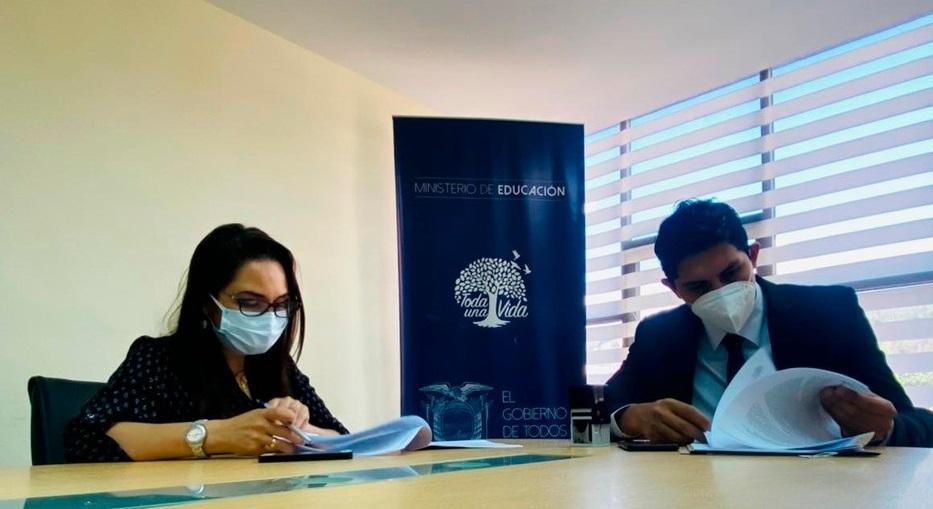 Se suscribió un acuerdo entre el Ministerio de Educación y la FedeLoja.
