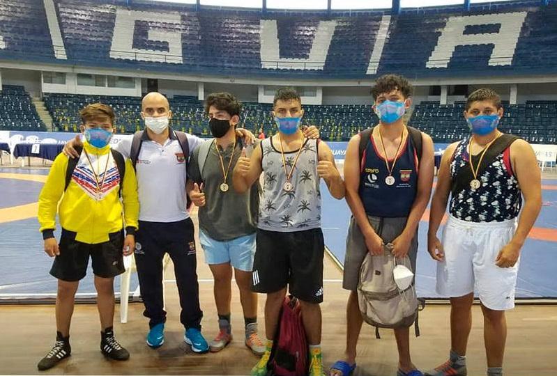 Ellos son los representantes de la provincia de Loja que participaron del certamen.