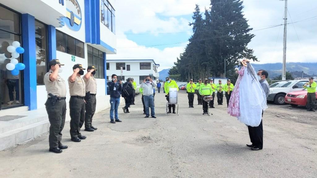 Con honores la Sagrada Imagen fue recibida por los policías.