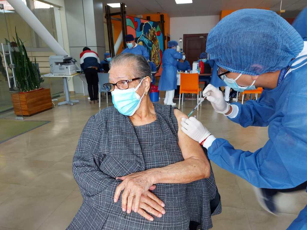 En las instalaciones de la UTPL se cumplió la jornada de vacunación este lunes 5 de abril.