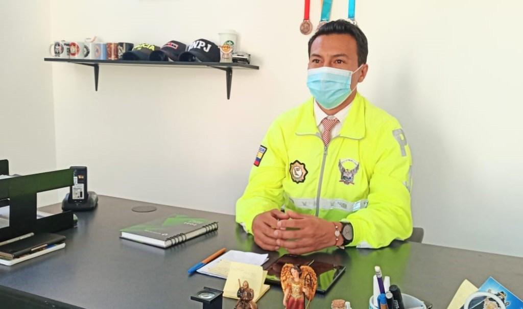 El oficial superior lleva 21 años de carrera policial.